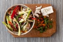 Salata rece de vara cu ardei, branza feta si dovlecel